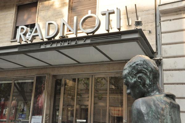Kezdődik az évad a Radnóti Színházban