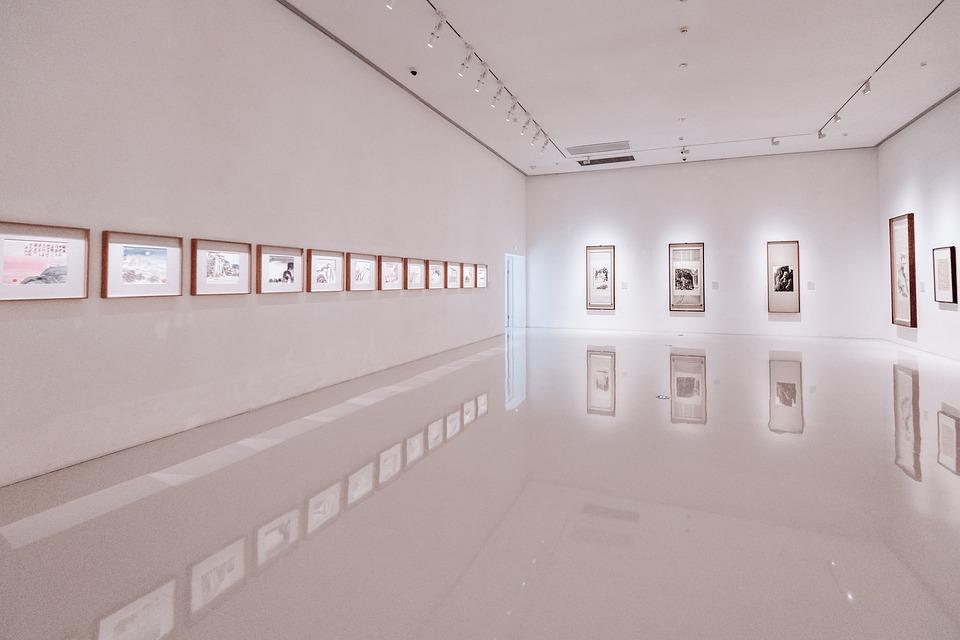 Végre tanulhatunk valamit: kortárs művészeti kiállítás nyílik a Kincsem Palotában